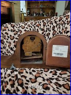 Vtg HOWARD MILLER Westminster Chime Key-Wound Wooden Mantel Clock 340-020